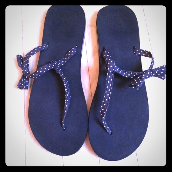 Hollister Shoes - Hollister polka dot bow flip flops